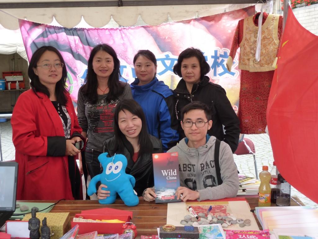 鲁汶中文学校志愿者团队